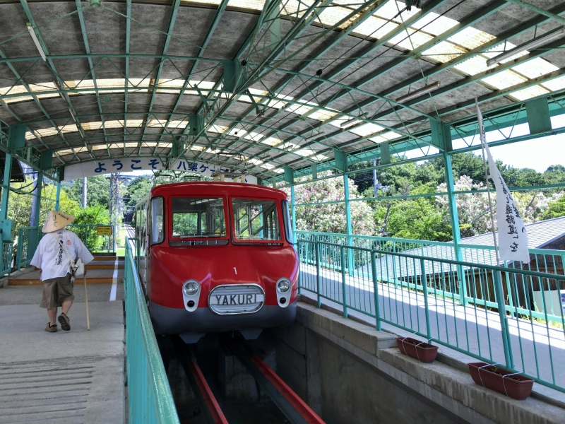 A retro cable car going to Yakuriji Temple