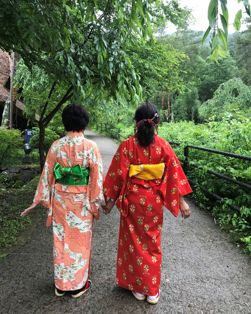 You can wear kimono and take pictures.