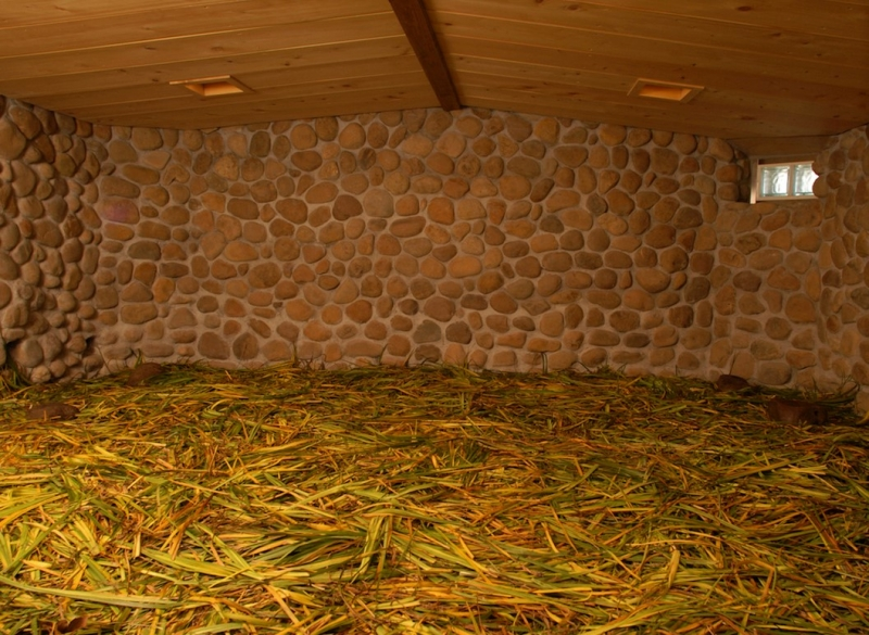 In the steam bath, medicinal plants called Sekisho is laid. You feel totally refresh after all!