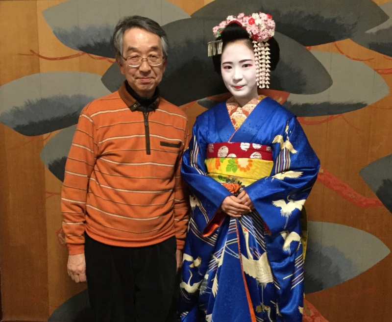 Gion (You can take a photo with the Maiko)