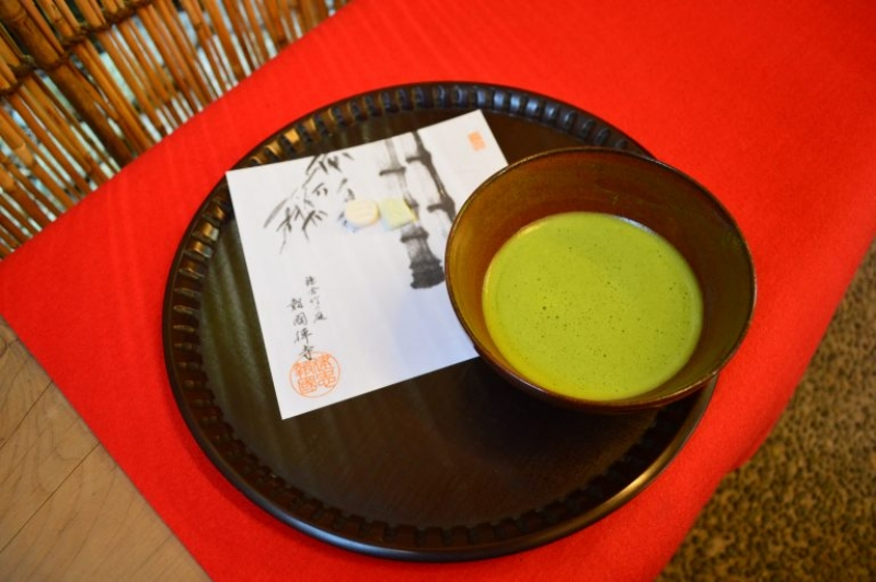 You can enjoy Maccha, powdered green tea at a tea house in Hokokuji Temple.