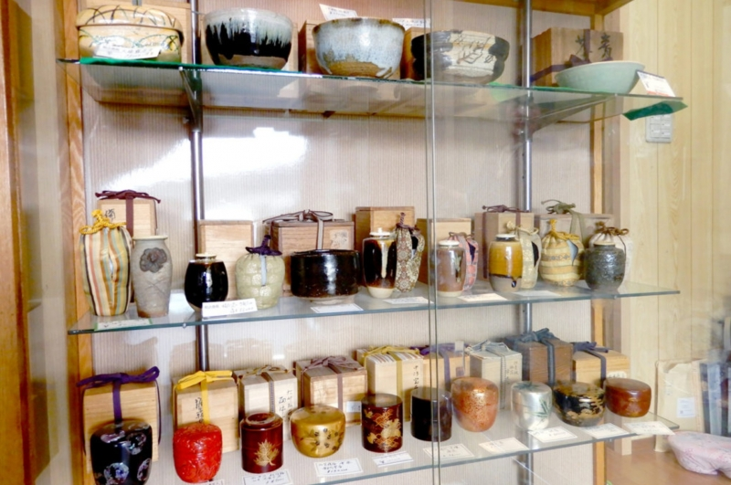 Antique ceramics shop with the Teahouse!![Wed~Sun]