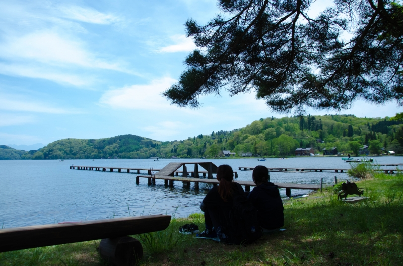Take a break at the shore of the lake Nojiri