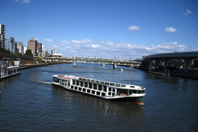 Sumida boat cruise is always my favorite. From Asakusa, take a boat to Hamarikyu garden or Odaiba. Relaxing!