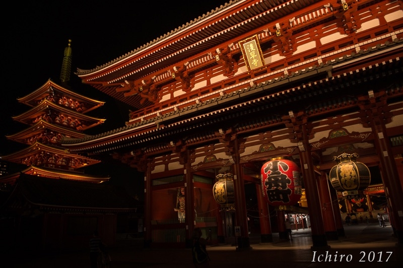 Asakusa's Senso-ji temple is one of the top tourist spots in Tokyo. Night time walking is comfortable with less people.