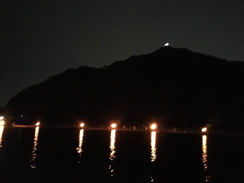 6 bon fire impressed in the dark on the Nagara river