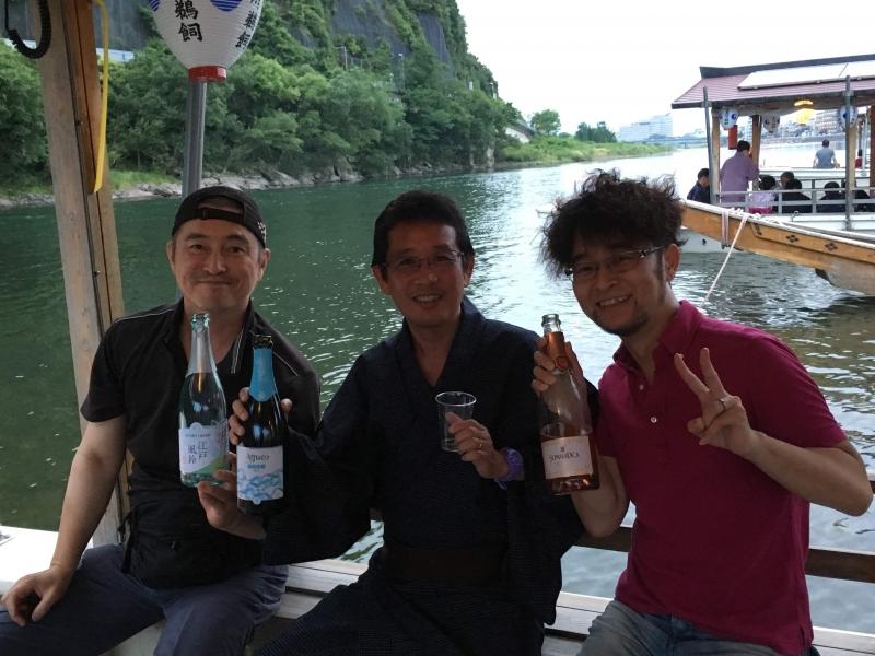 Enjoy drink & food on the Nagara river before starting Cormorant fishing