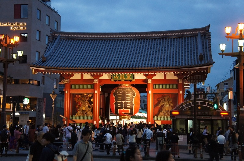 The gate of Asakusa. Kaminarimon