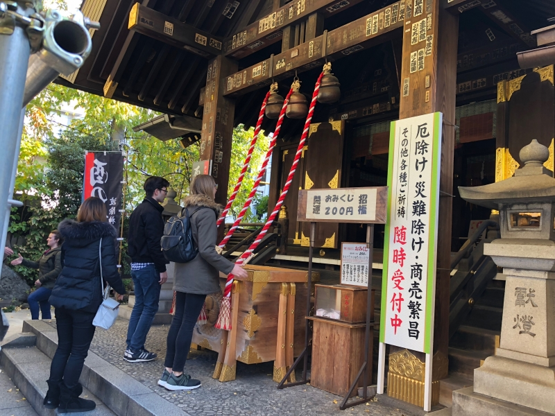 We will visit shrine in the market and learn the common ritual.