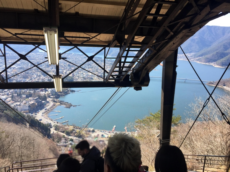 3 mins ride of Mt.Fuji Panoramic Ropeway will take you to the top of Tenjoyama mountain.