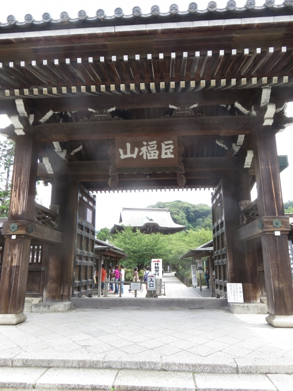 Kenchoji Temple front gate
