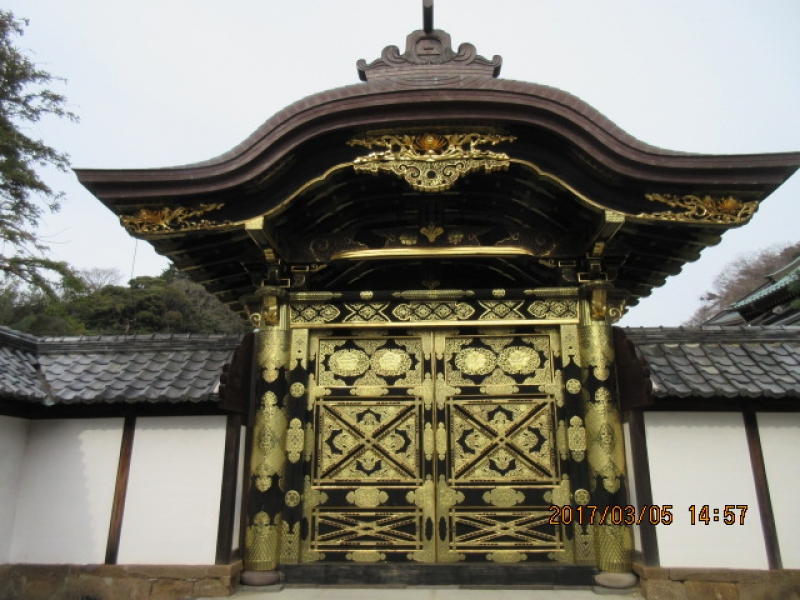 Kenchoji Temple (first among the Five Great Zen-temples in Kamakura founded in 1253)