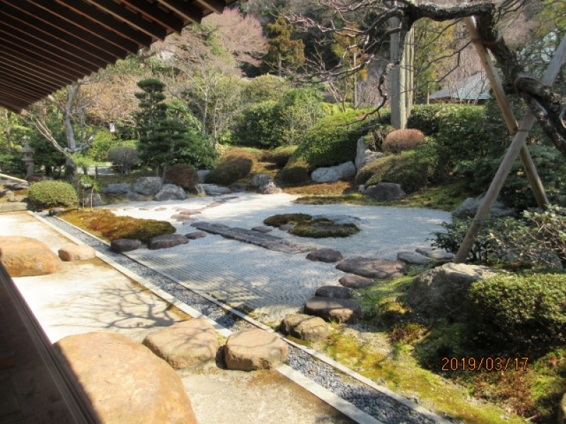 Jyomyoji Temple (near Hokokuji Temple, can enjoy a Japanese green tea (maccha) and sweet looking at a rock garden (600 Japanese Yen))
