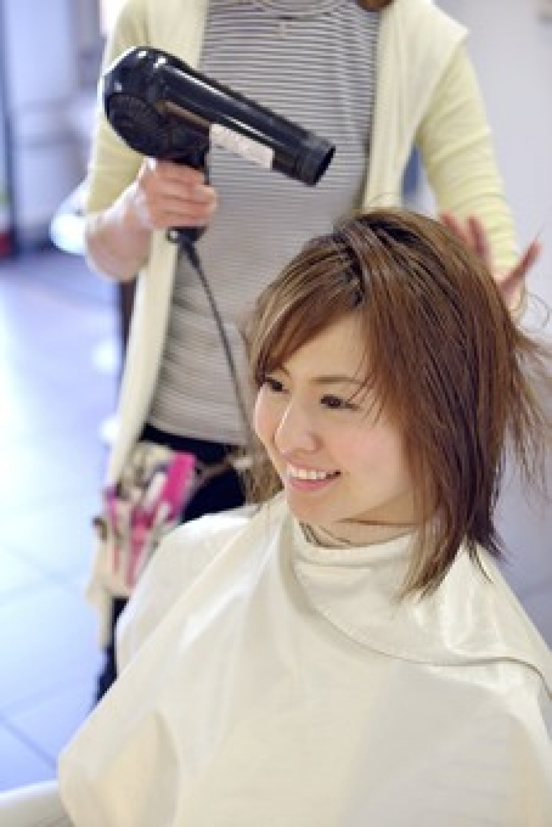 Why don't you have a beauty shop experience? Japanese hairdressers are said to have good techniques.