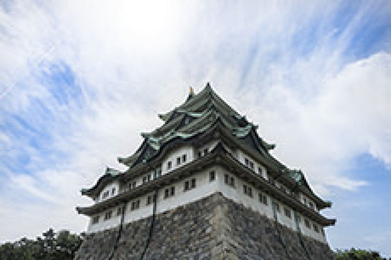 Let's visit Nagoya Castle. You can visit HONMARU GOTEN. It is the palace where a feudal lord and his family used to live.