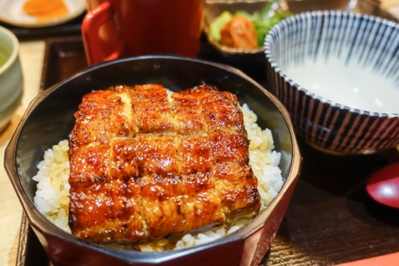 On the grounds of Nagoya castle, there are some restaurants where you can enjoy local specialities of Nagoya.