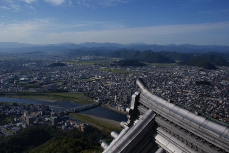 You can enjoy a panoramic view from the castle tower of Gifu castle.