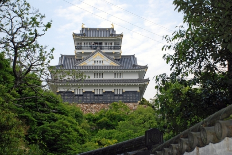 Gifu castle is on the top of the mountain whose height is 329m.
