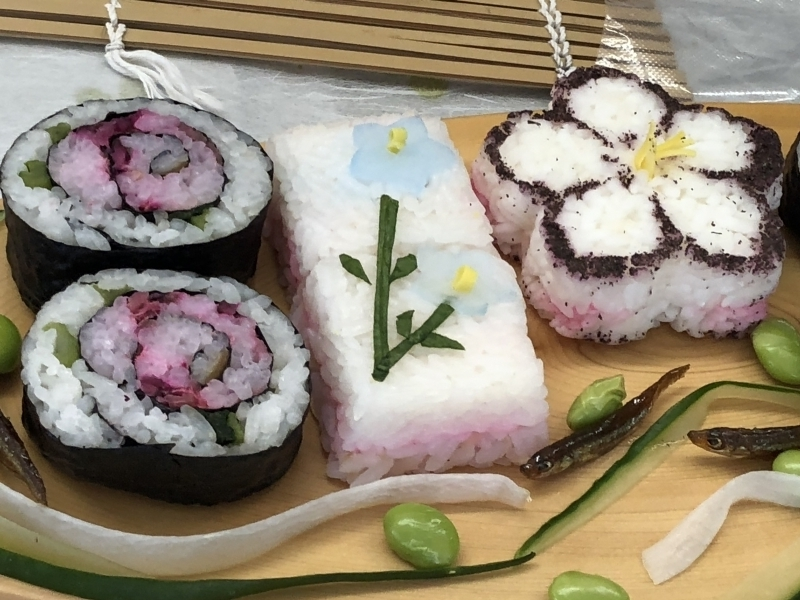 You can make this vegetable sushi by yourself! It is so beautiful and delicious.