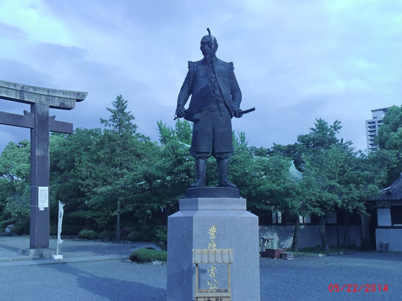 the statue of Toyotomi Hideyoshi, who is the ruler as a warring lord,