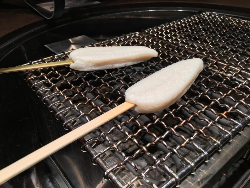 ลูกชิ้นปลาคามาโบโกะย่าง
