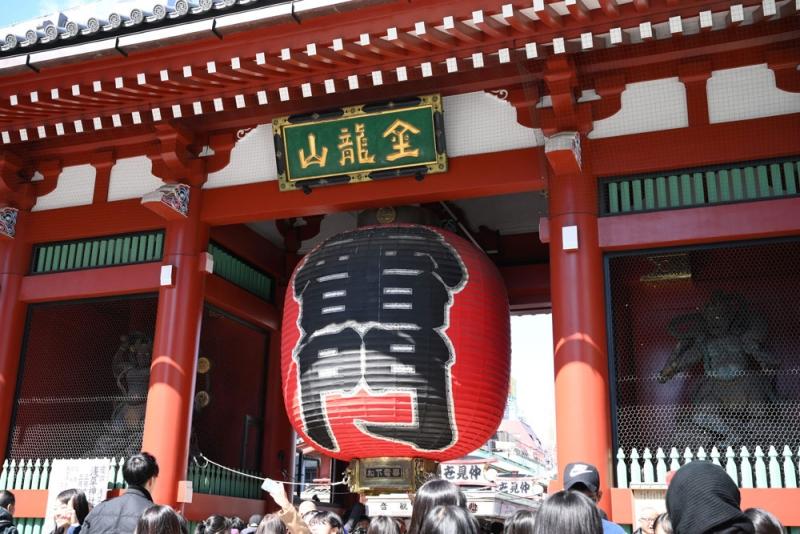 Kaminari-mon Thunder Gate is the most loved photo spot at Asakusa Senso-ji Temple.