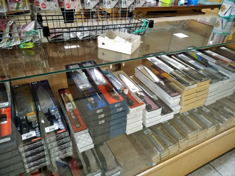 The Cutlery shop full of numerous blades. Reasonable price. (Seki)