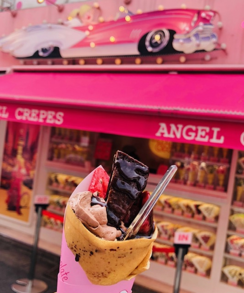 Do not miss eating Sweet crepe in Harajuku