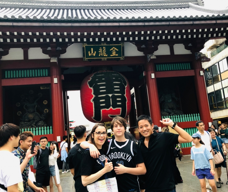 Lets find special gifts for your friends and family in Asakusa