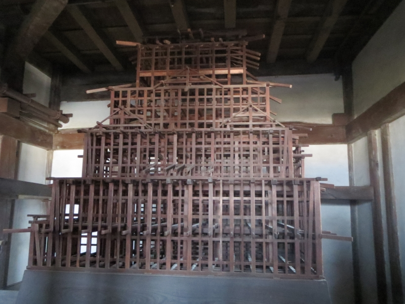 In the main tower you see  the structure of the casle