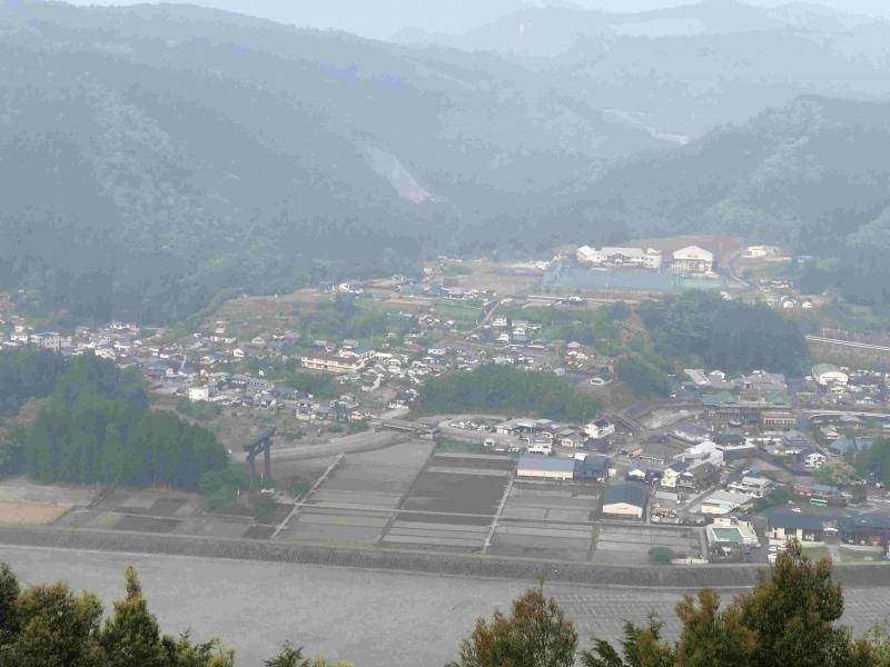 Far view of Oyunohara : original Hongu grand shrine remain( left below forest).