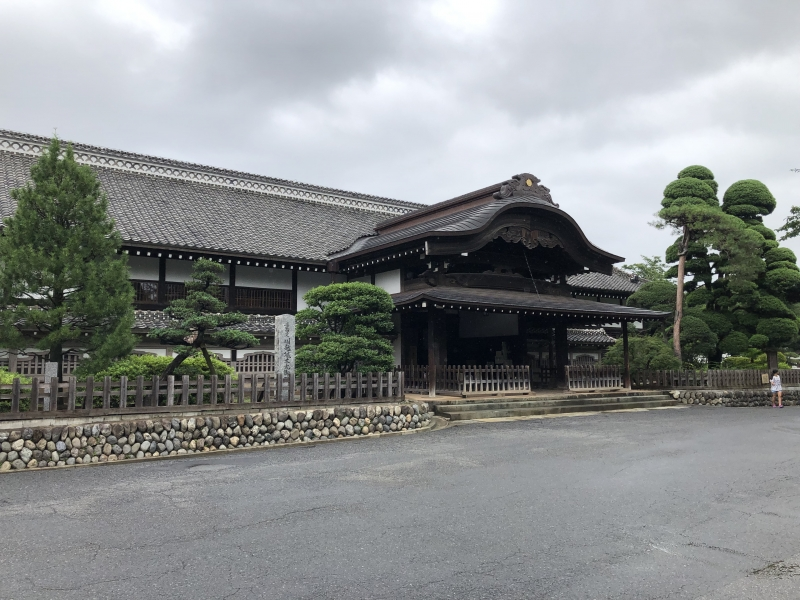 Main Hall of Kawagoe Castle     Kawagoe castle was built in the mid-15th century by Ota Doshin and his son Dokan. The honmaru goten is all that remains, built some 400 years later in 1848 by Kawago's then-lord Matsudaira Naritsune.