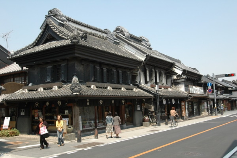 Kura no machi Ichiban Street:    People can enjoy the vestiges of the Edo still visible in Kawagoe's elegant streets, old-time sweets shops and the town bell that sounds the hour. Stroll the streets of Koedo (Little Edo) and enjoy a slip trip back to the Edo period.