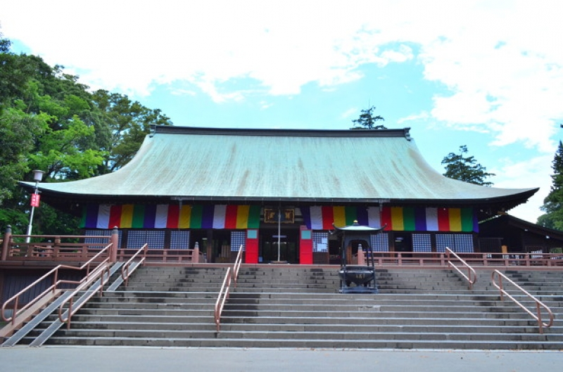Kita-in Temple    Kita-in is Kawagoe's most famous temple. This temple built in 830 remains numerous important cultural properties including the room where 3rd Tokugawa shogun Iemitsu was born, his nursemaid Kasuga no Tsubone powder room and the 500 Rakan statues.