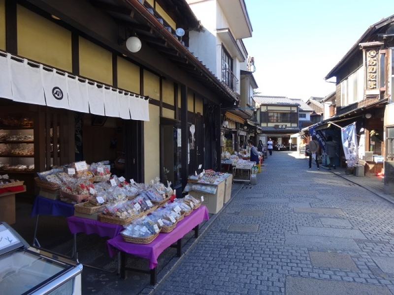 Kashiya Yokocho (Penny Candy Lane)  Koshiya Yokocho consists of traditional sweet shops, hard candy shops, and senbei (rice cracker) shops along a narrow street nearly 80 meters long. While you are trying the sweets, enjoy a stroll along a sweet with many old shops.