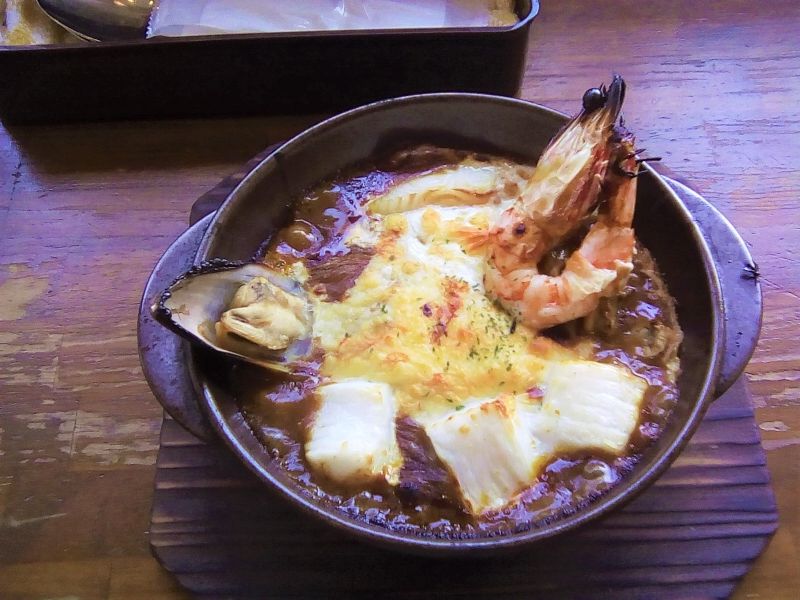 Delicious Yaki-curry is one of the most popular food to eat in Moji
