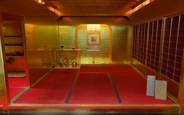 Hideyoshi's favarite golden tea room sets