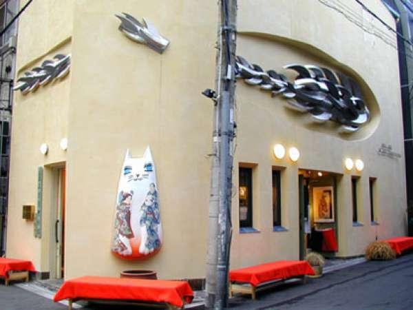 Kamigata Ukiyoe Museum is the only museum regularly exhibiting Osaka woodblock print pictures.
