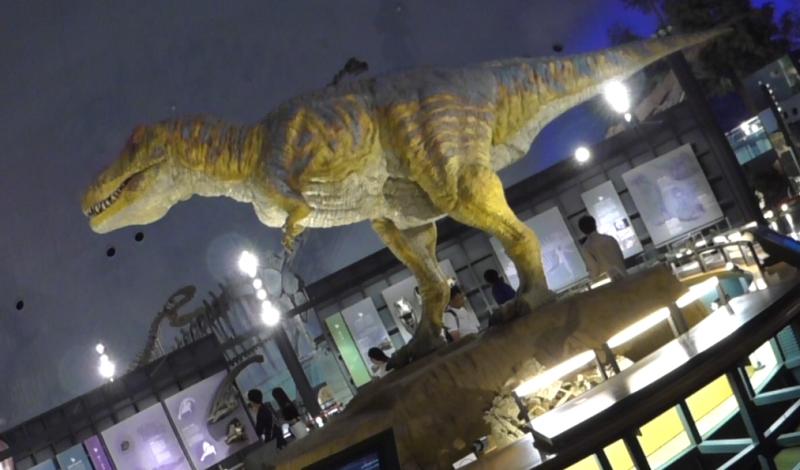 Fukui dinosaur museum is full of near real dinosaurs. It moves!!
