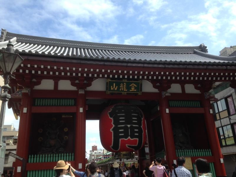 The most famous photo spot in Asakusa, Kaminarimon Gate (Thuder Gate) It was built to wish for a good harvest.