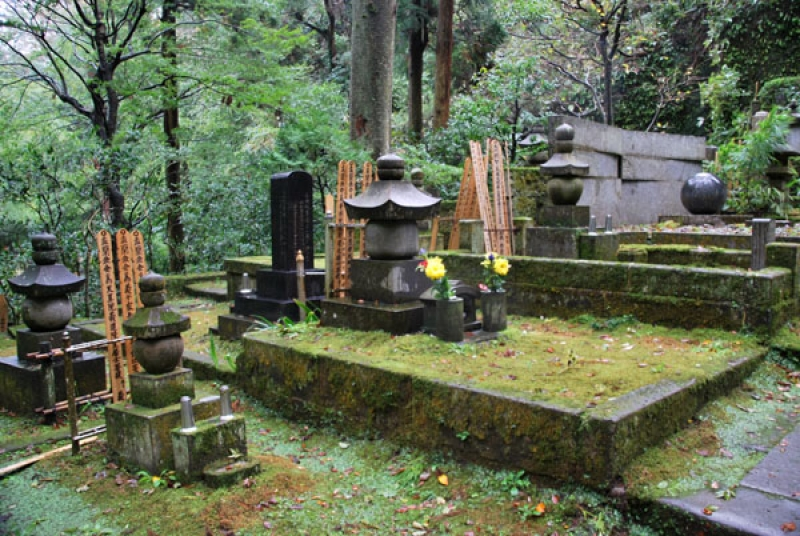 Grave Yard of Tokeiji Temple