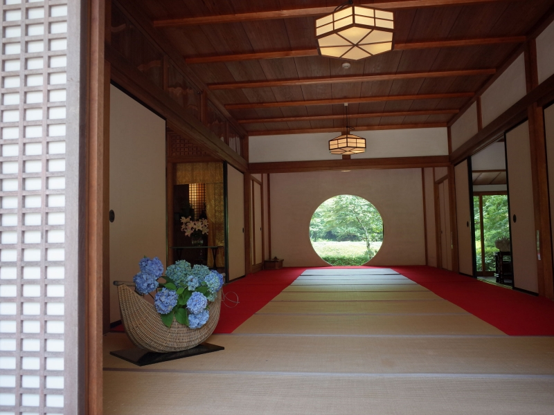 【Basic-2】Meigetsuin Temple. Famous as flower temple, especially hydrangea. Circular window is also popular as photogenic.