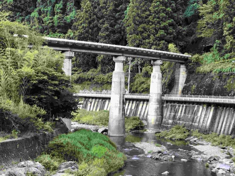 A railway bridge over the car road and Nyu river.