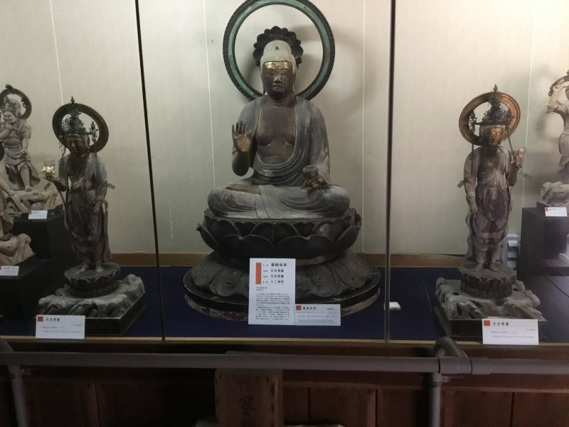 Lots of arts such as Buddhism statue and paintings inside Engyoji temple