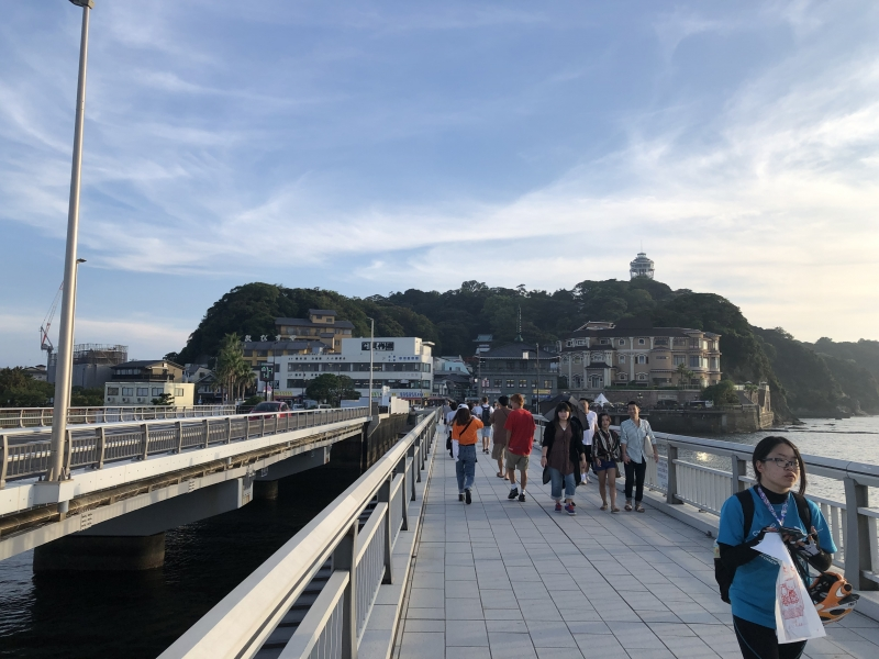 Enoshima island Enoshima is a small island situated slightly west of Kamakura, boasts some of the closest beaches to Tokyo but that is not the only enticing factor; Enoshima has a little bit of everything, shrines, aquariums, parks and caves—making it the all-in-one holiday spot