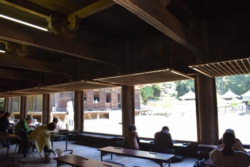 Jikido (antigua residencia de monjes buddhistas) actualmente sirve como lugar de copia y la galeria de tesoros de este templo