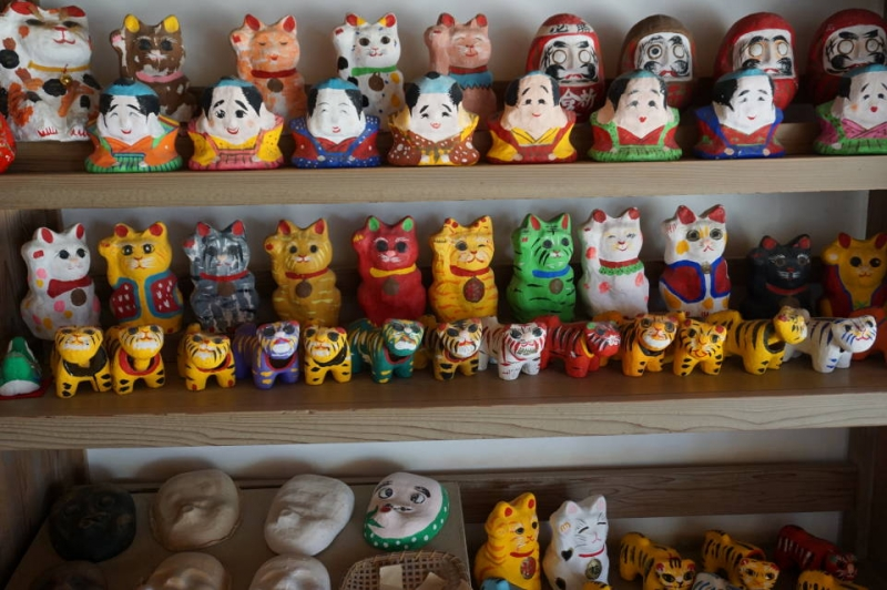 Making toys by painting papaier-mâché masks, animals etc