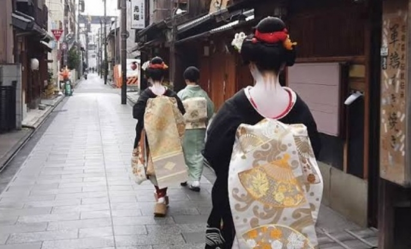 Maiko-san in the Gion district