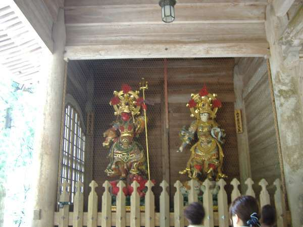 The two Deva kings at the main gate. The guardian gods of Buddhism.