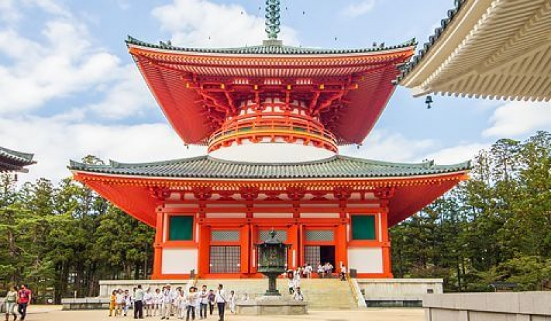 Mt. Koya Daitou. It is a symbol of Koya and origin of pilgrimage traii to Koya. where the milestones starts.